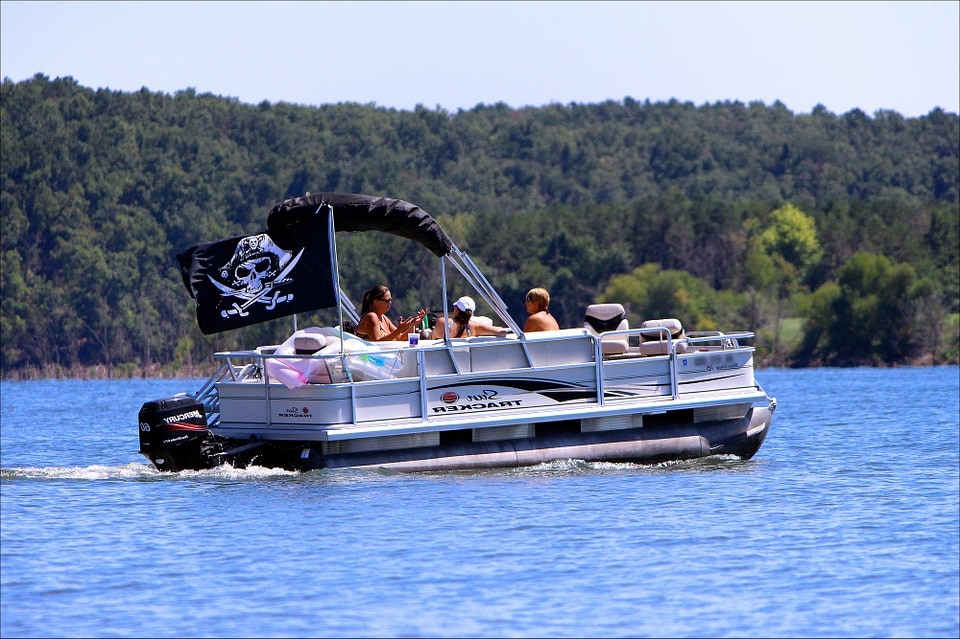 Pontoon Boat features