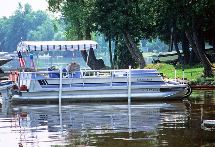 Pontoon-Boat-river
